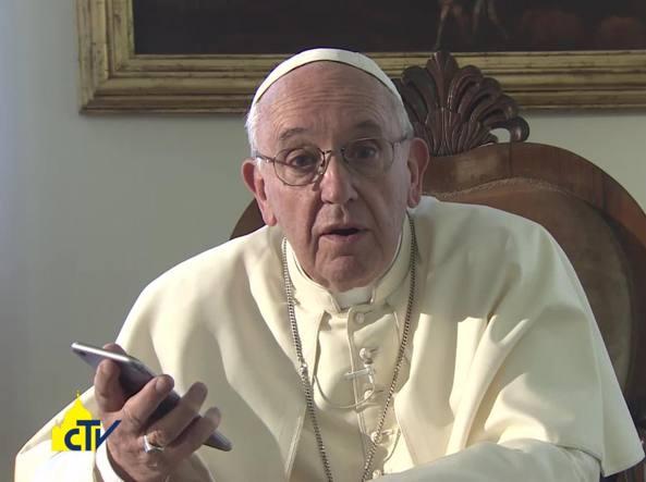Resultado de imagem para Papa Francisco com celular